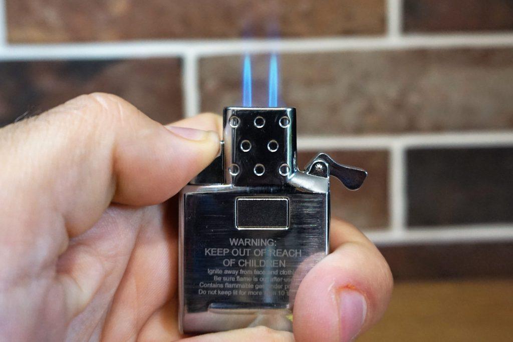 Insert briquet torche butane zippo allumé